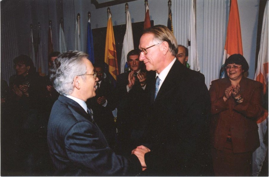 Conseiller associé, novembre 2001