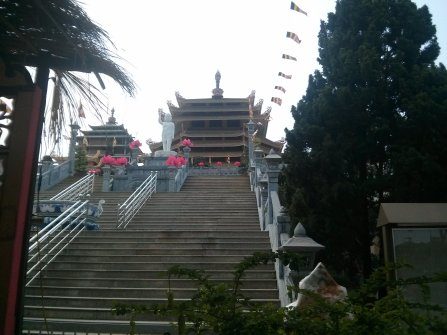 Temple bouddhiste en banlieu